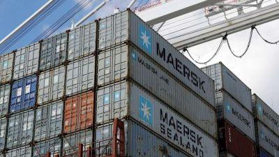 El déficit comercial cae 40% en enero