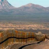 Republicanos visitan la frontera con México para avanzar con el muro