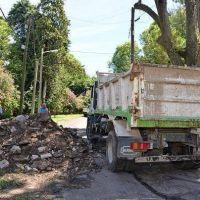 El Municipio removió un árbol que ponía en peligro a una vivienda