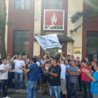 Sin aviso, Atanor dejó en la calle a más de 150 familias