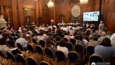 Audiencia por el Paseo del Bajo: funcionarios defendieron la obra