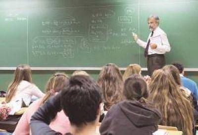 Denuncian gremios docentes que los básicos están por debajo del índice de la indigencia