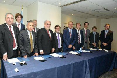 Passalacqua en Washington firmó convenio de cooperación federal con el BID