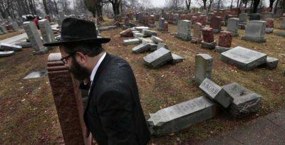 Musulmanes lanzan una campaña de recaudación para reparar un cementerio judío y alcanzan su objetivo en solo tres horas