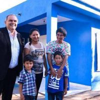 Entregan módulos habitacionales en Capital y La Banda