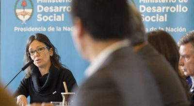 En el gabinete se pasan la pelota por la demora en reglamentar la emergencia y crece el conflicto social