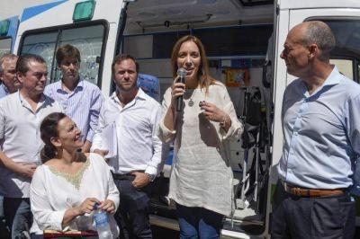 Vidal visitó cuatro municipios en una tarde y completó el álbum de los 135