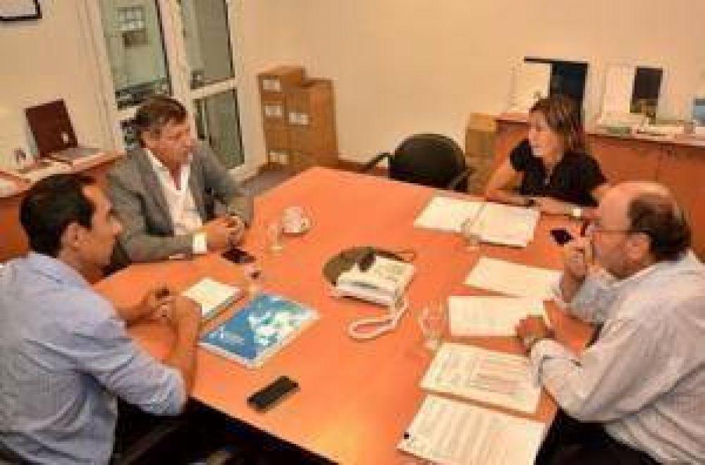 Peppo pidió ante la UCAR que se aceleren obras hídricas y de electrificación rural