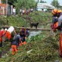 La Plata: Desarrollan importante operativo de limpieza en el Arroyo Regimiento