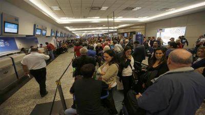 Por asamblea de pilotos, están paralizados todos los vuelos en Aeroparque
