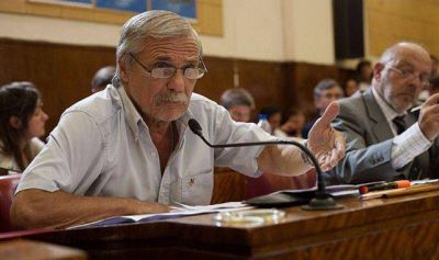 """Daniel Rodríguez: """"Es una vergüenza que EDEA tenga sólo un centro de atención al público""""."""