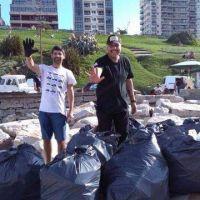 Son amigos y limpian escolleras de Mar del Plata: cómo colaborar