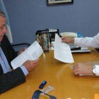El Intendente Infante logró acordar el financiamiento para la pavimentación de calles en barrios de la ciudad