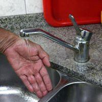 También se hizo sentir la falta de agua en distintos barrios platenses