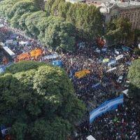 La marcha cegetista a Plaza de Mayo reúne a todo el peronismo en el Senado