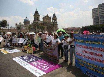 Evangélicos marchan oponiéndose al aborto en Guatemala