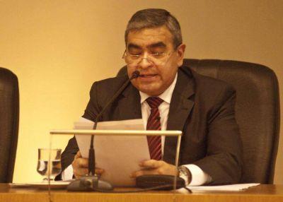 Alfaro anunciará obras en un Concejo sitiado por taxistas
