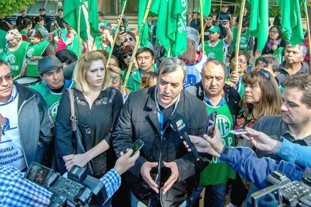 En Rio Negro, acusan al gobernador de utilizar los medios de comunicación contra gremios estatales