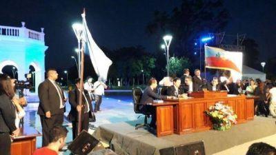 Raúl Jalil anunció mejoras salariales para el personal becado