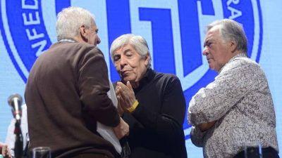 Con aval de Luis Barrionuevo y Hugo Moyano, la CGT se endurece con el Gobierno