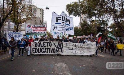 """Boleto universitario: """"Hace casi un año que el Intendente Arroyo no nos atiende"""""""