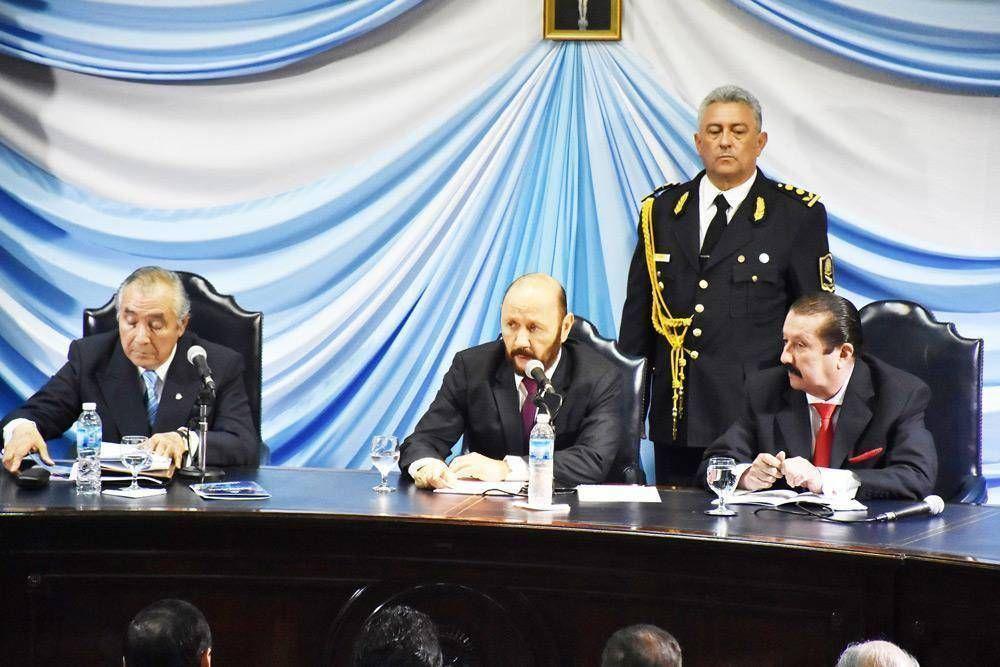 El gobernador utilizó la mitad de su discurso para realizar críticas a Macri