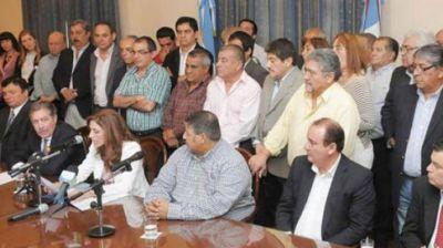 Reunión cumbre de la Mesa de Diálogo con la gobernadora por el tema salarial
