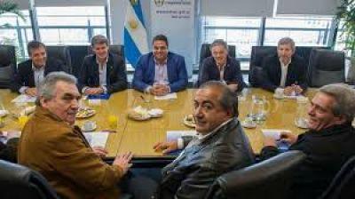El Gobierno busca asociar la pelea con los caciques de la CGT a la interna peronista