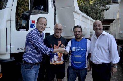 Martín entregó camiones para reforzar la limpieza en las calles