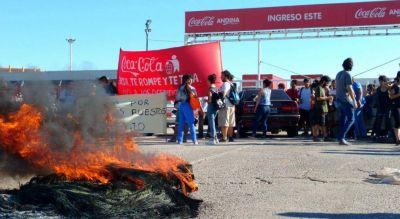 Bloquean ingreso a la planta de Coca Cola en Córdoba