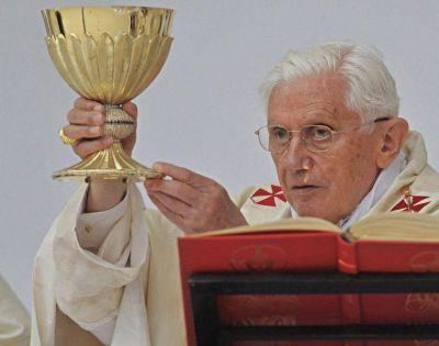 Las palabras de la consagración del vino: carta de Benedicto XVI sobre «pro multis»