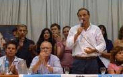 Entre Tilos y Diagonales: Garro busca relanzar gestión, y volvió Bruera pronosticando triunfo del PJ