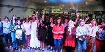 Con CFK como bandera y críticas a Cambiemos, casi 2 mil mujeres se reunieron en La Plata