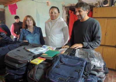 """Entregan mochilas y útiles en el merendero """"Estrellita Fugaz"""""""