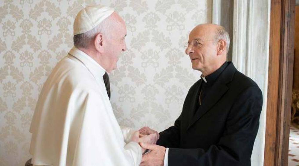 """El Papa pide al Opus Dei priorizar evangelización de la """"periferia"""" del mundo profesional"""