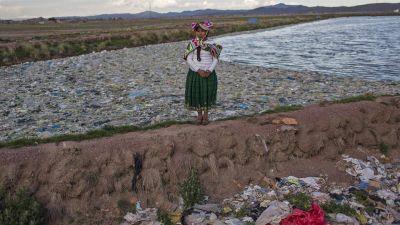 El lago Titicaca, cada vez más contaminado