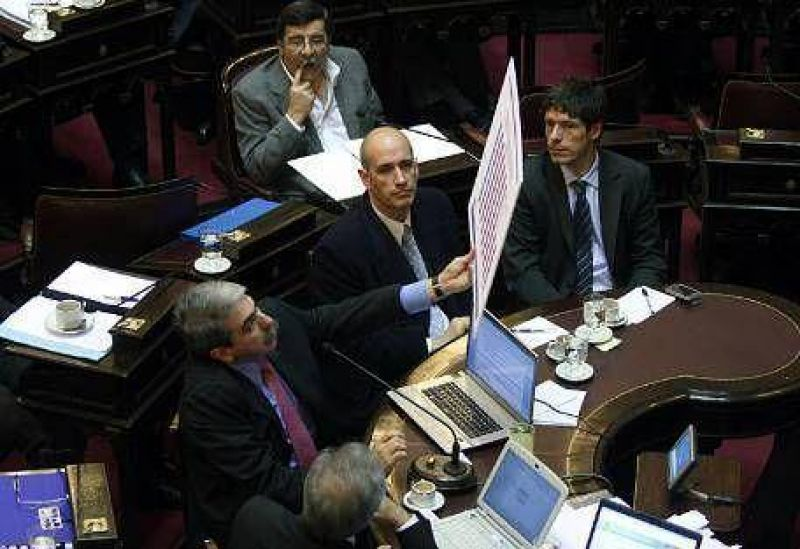 """Aníbal F: """"Biolcati cobró los subsidios que paga el Estado"""""""