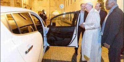 El Papa, primer líder mundial en utilizar un coche eléctrico
