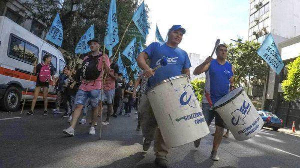 La CGT se movilizará contra el Gobierno: llegan los primeros manifestantes y comienzan los cortes