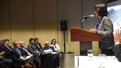 Minería: Lucía disertó en Canadá