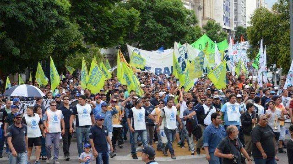 5 frases que gritaron los sindicalistas frente a la Municipalidad