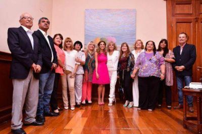 """Distinguen a la Gobernadora como """"Mujer Destacada del 2017"""""""