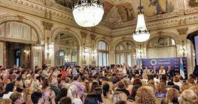 """Manzur en el Día Internacional de la Mujer: """"no abandonaremos a un sola mujer"""""""