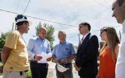 Quilmes: Martiniano recorrió obras de agua y cloacas con el director de AySA