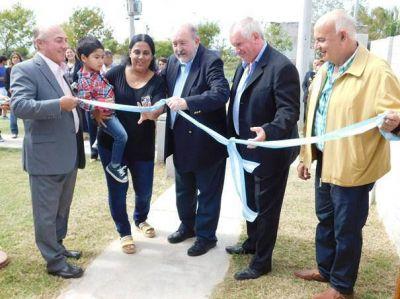 El gobernador entregó seis viviendas en Vértiz