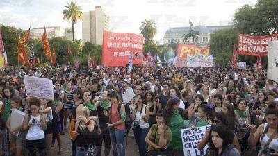 El paro de mujeres convocó a 15.000 personas