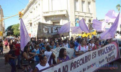 Nutrida movilización de las correntinas por el paro nacional de mujeres