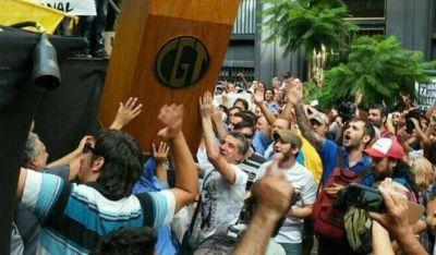 Apuntan contra dirigente de la CGT por el bochornoso final de la marcha