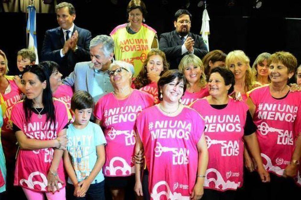 Alberto encabezó el acto en conmemoración a la lucha de la mujer en pie de igualdad