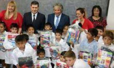 50 mil alumnos recibirán kits escolares en forma gratuita